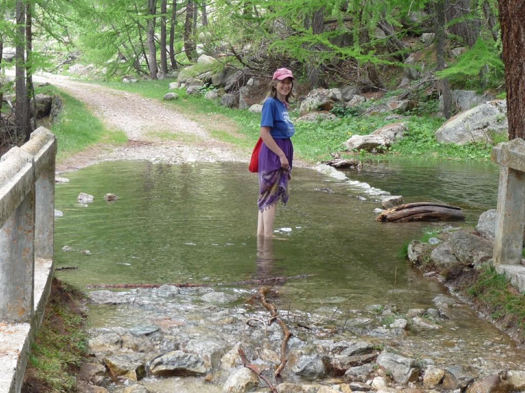 20100606b18 Renate am Wasserfall (2)
